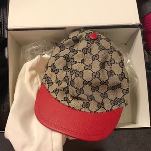 Gucci kids small hat in mint condition